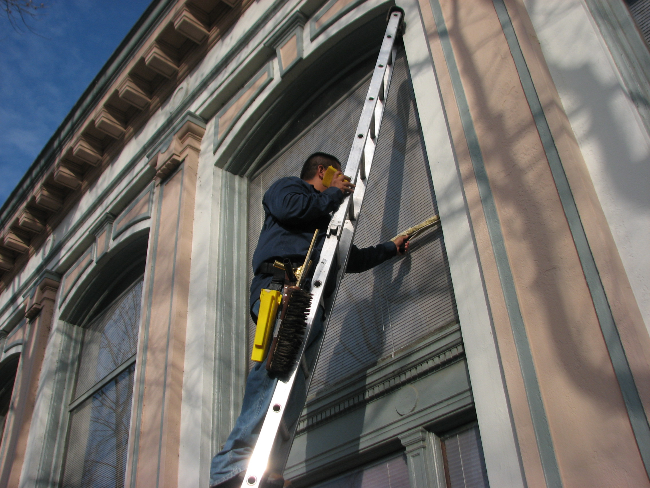 Advance window cleaning